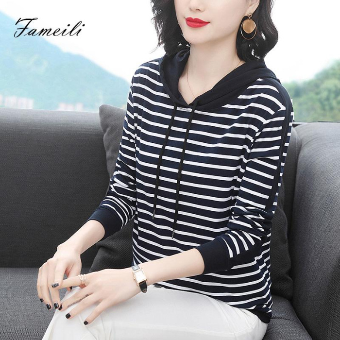 Horizontal Striped Hoodie for Cold Weather Outfits