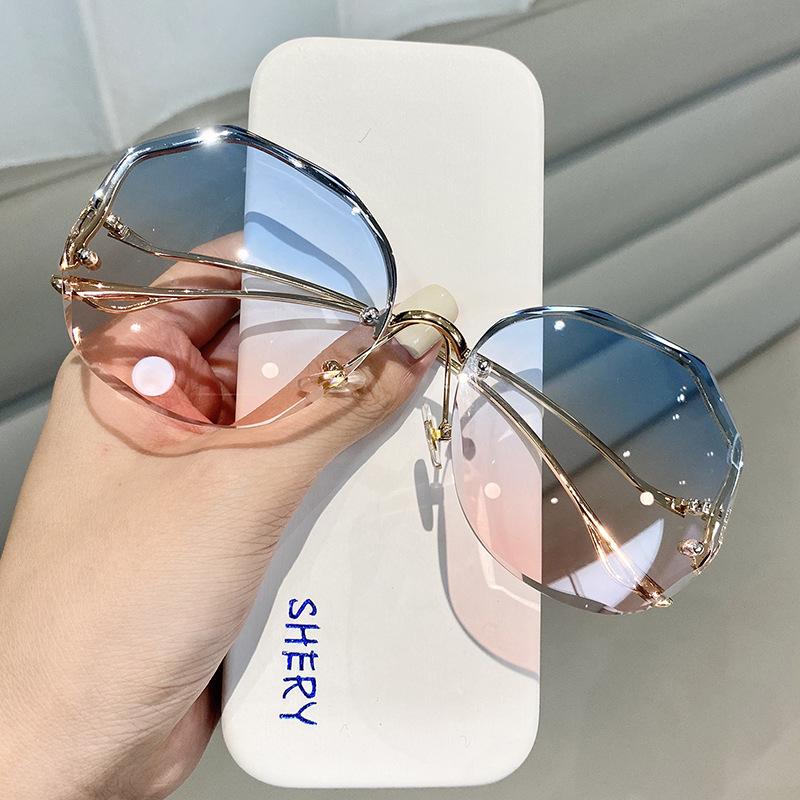 Gradient Shade Sunglasses for Retro-Fashion Staple