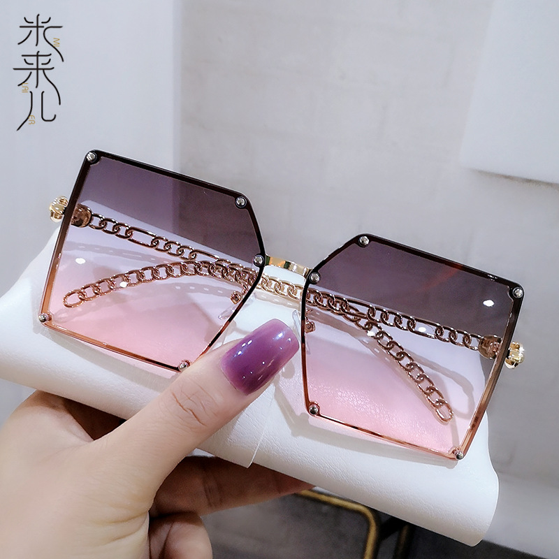 Iconic Trendy PC and Metal Sunglasses for Cocktail Parties