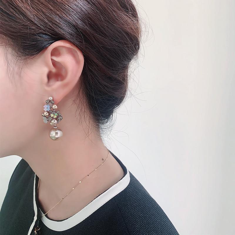 Retro Flower Faux Diamond Pearl Drop Earrings for Stylish Look
