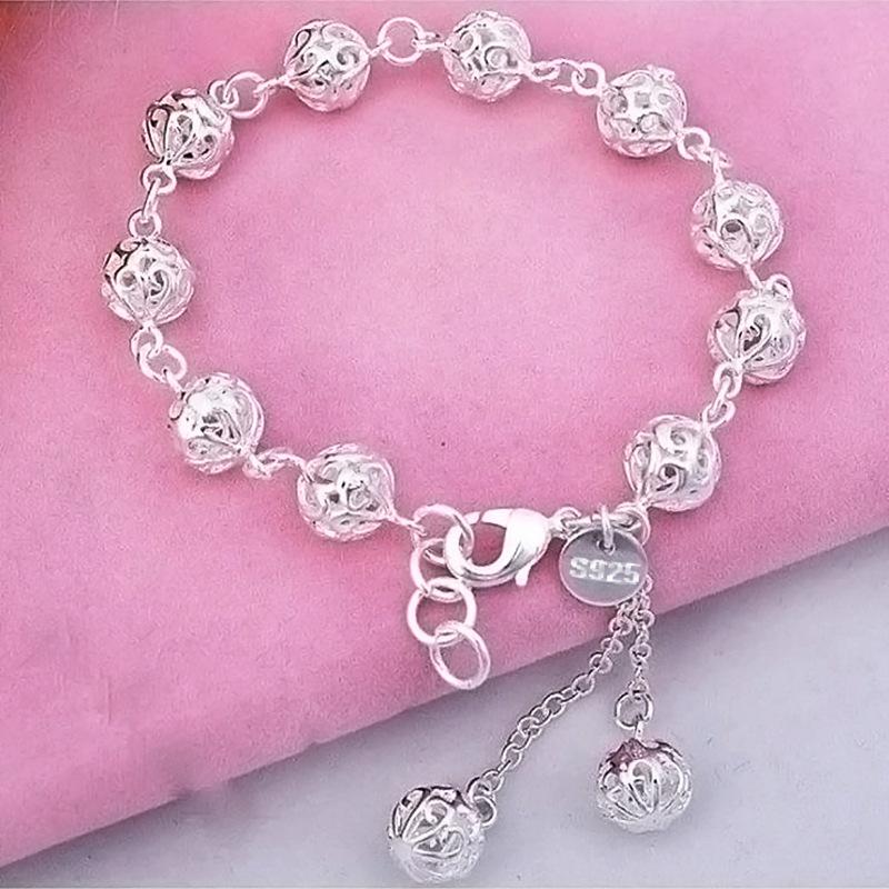 Exquisite Metal Ball Bracelet for Minimalist Fashion
