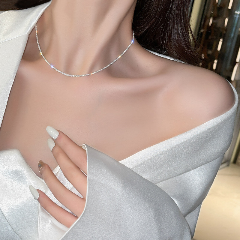 Classy Clavicle Chain Necklace for High-End Restaurant Dates