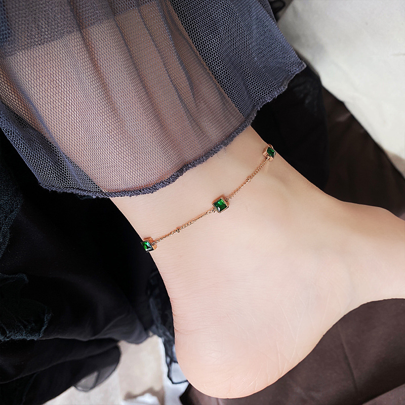 Luxurious Square Emerald Gemstone Anklet for Sophisticated Look