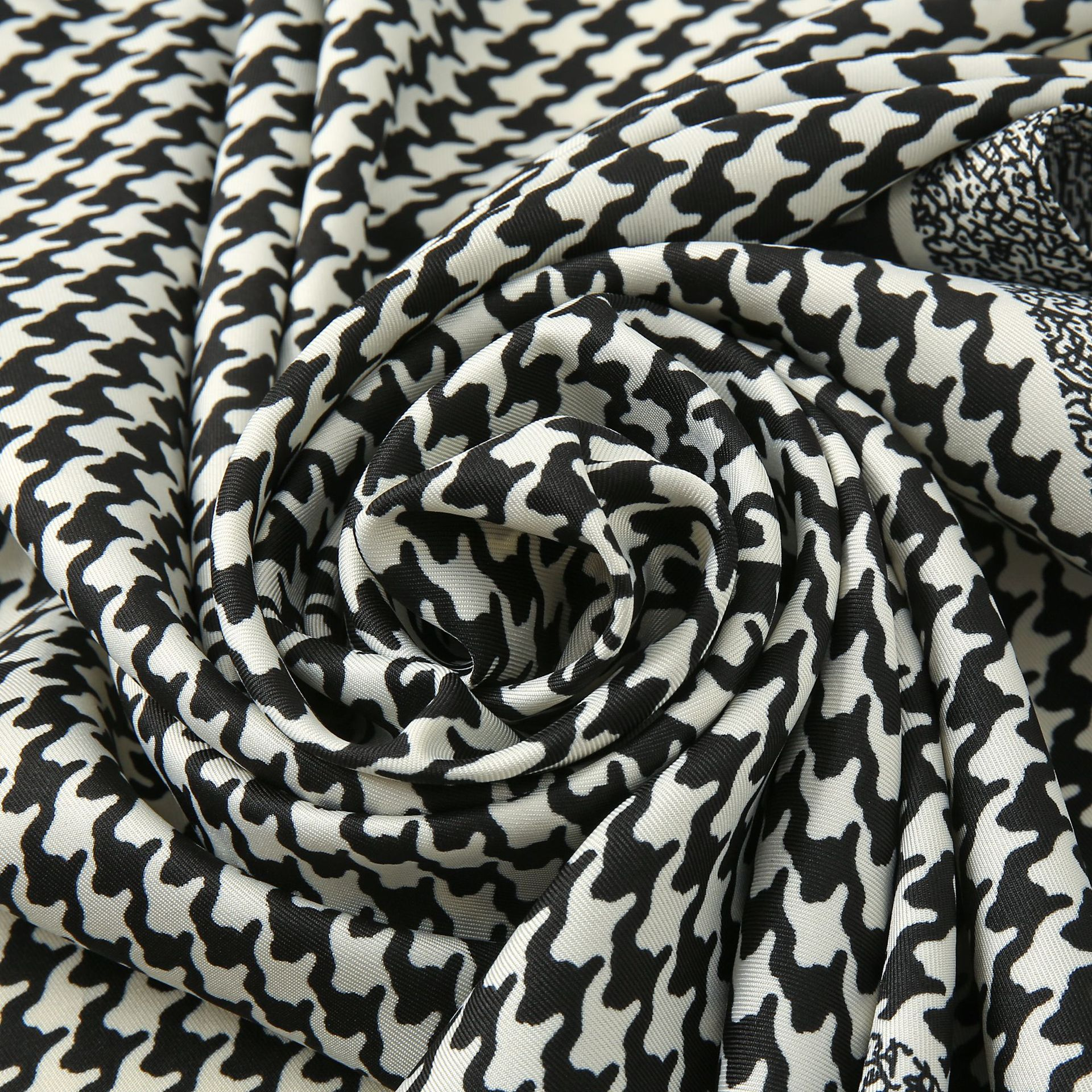 Classic Large Square Houndstooth Pattern Head Scarf for City Fashion