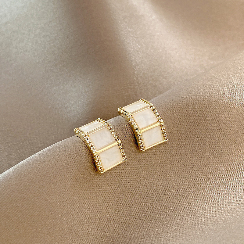 Micro-Inlaid Zircon Stud Earrings for Simple Fashion Accessory