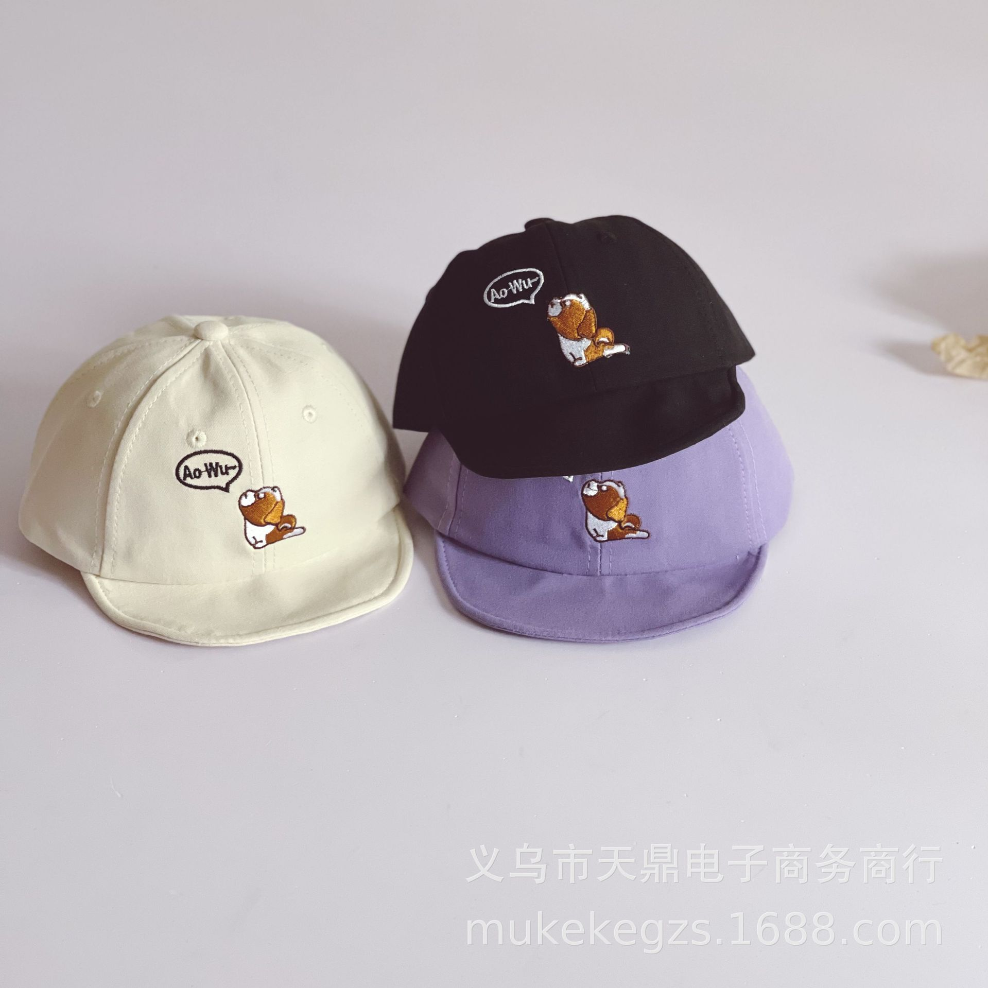 Classic Baseball Cap with Minimal Prints for Bringing your Kids to the Park