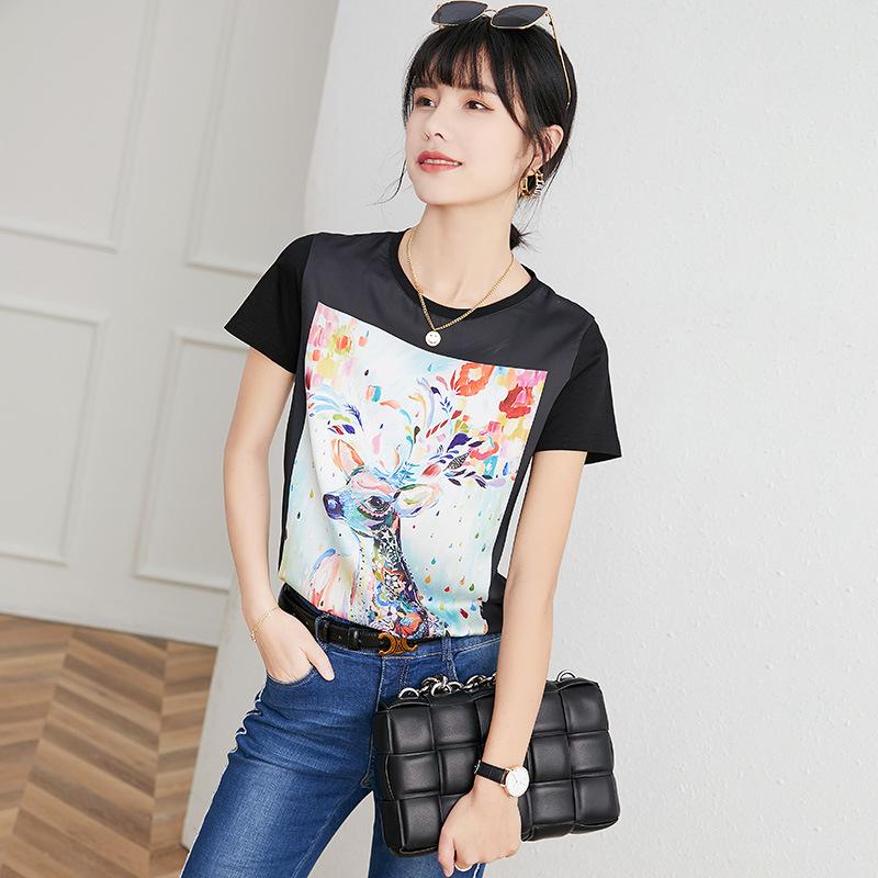 Cute Shirt with Printed Deer Artwork for Aesthetic Summer