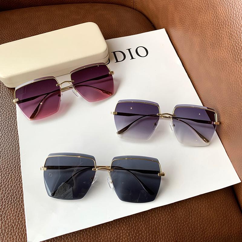 Classic Design Sunglasses for Beach Fashion