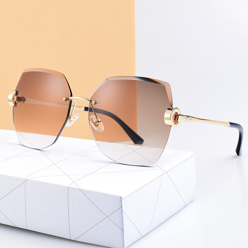 Stylish Tinted Sunglasses with Rimless Design for Summer Fashion