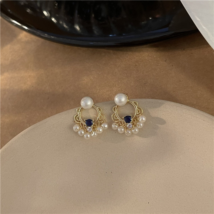 Luxurious Finish Pearl Earrings for Going to Semi-Formal Gatherings