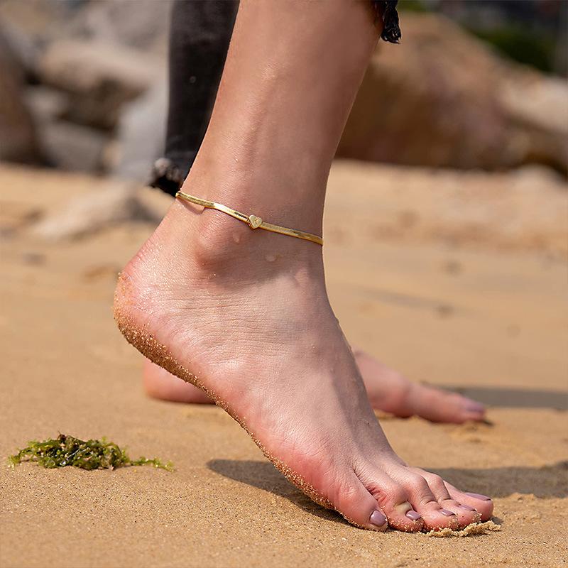Charming Elegant-Designed Anklet for Summer Photoshoots