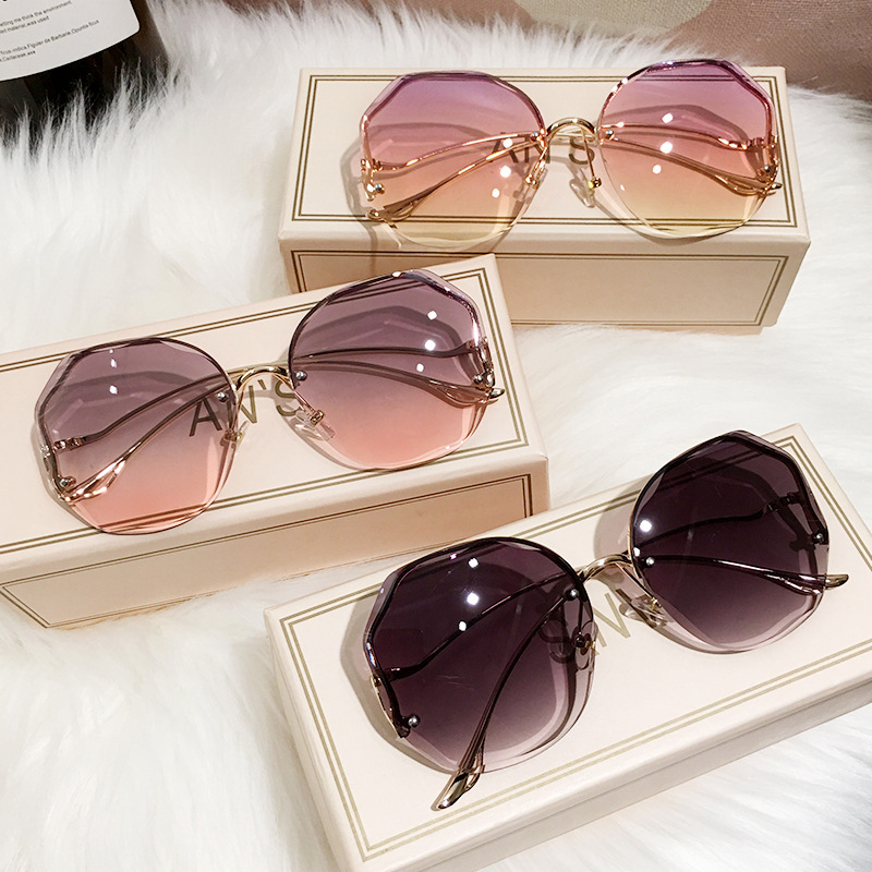 Iconic Heptagon Gradient Resin and Metal Sunglasses for Pool Party
