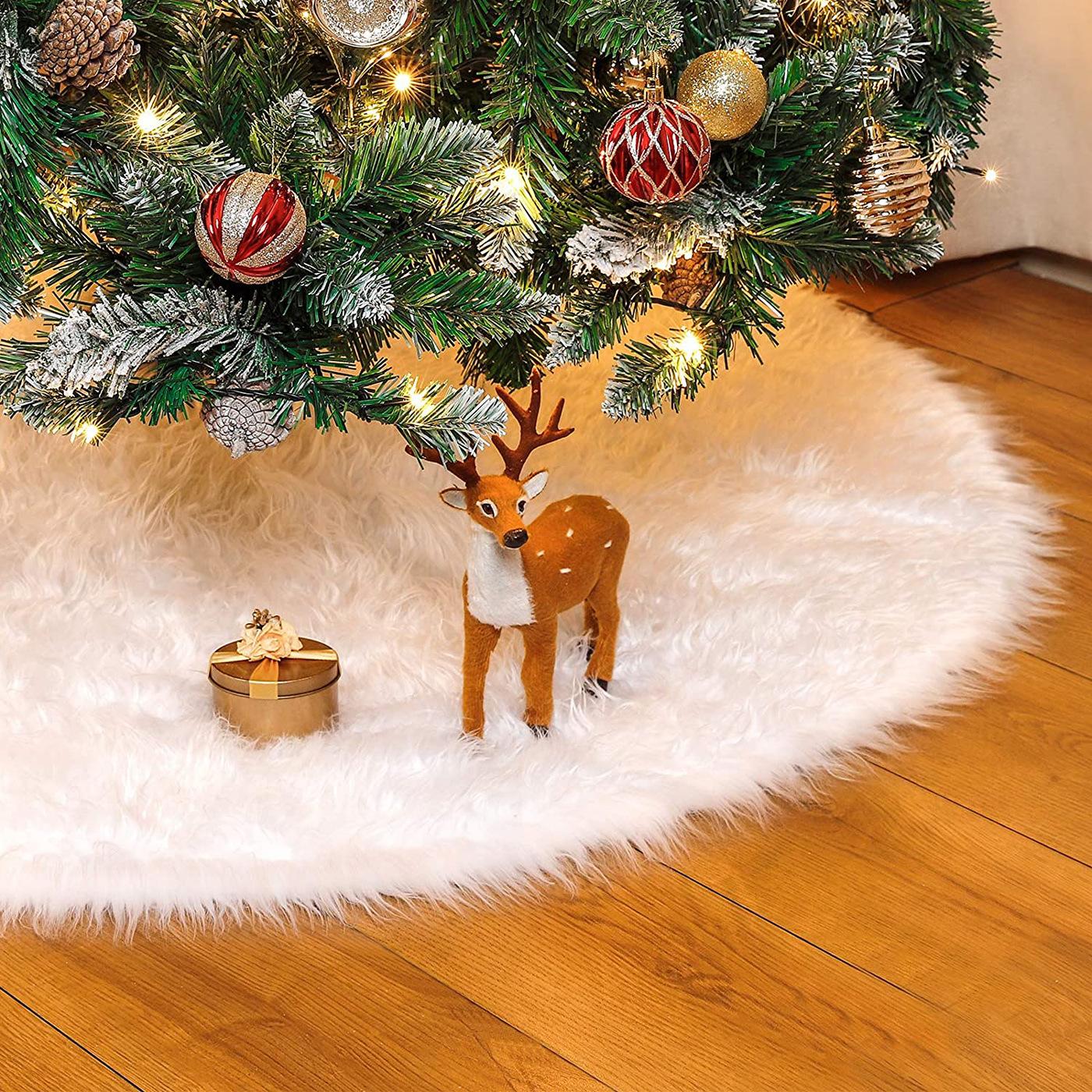 Soft White Plush Christmas Tree Skirt for Exchange Gifts