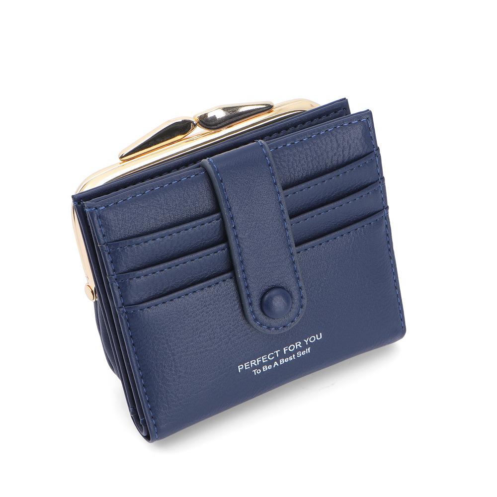 Chic Easy-Handling Clutch Wallet for Minimalist Designs