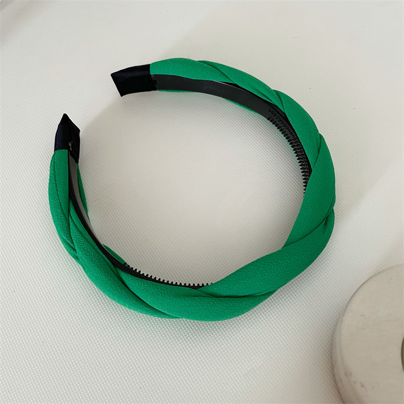 Fabulous and Comfy Cloth Headband for Chic Looks