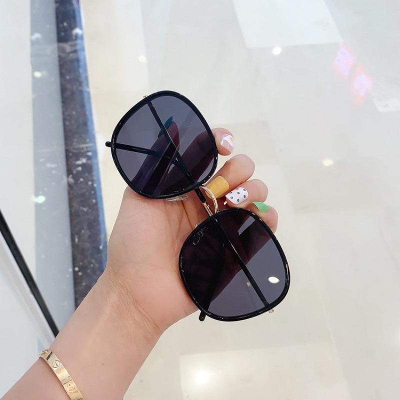 Delicate Big Frame Sunglasses for Summer Look