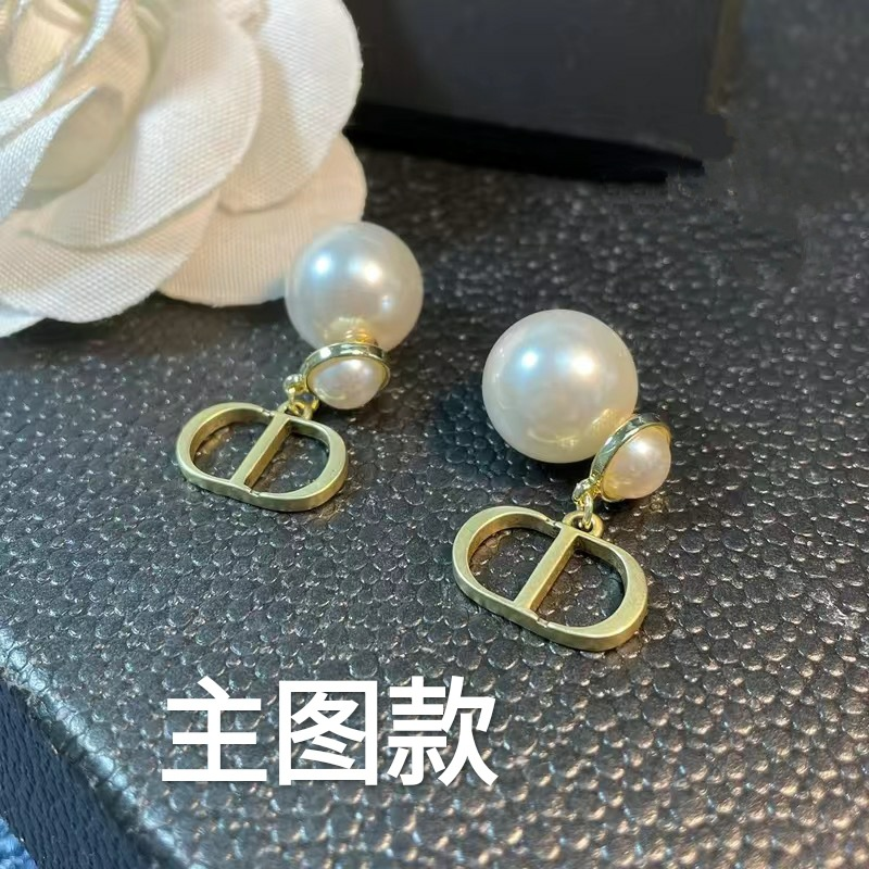 Dainty Metal Earrings for Adding Elegance to Your Outfit