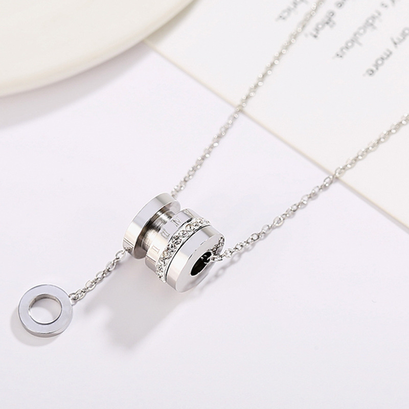Plain Yet Beautiful Necklace with Circle Pendant for Going to Formal Parties