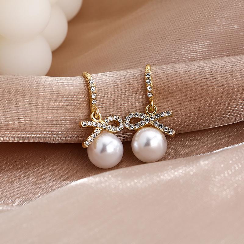 Fancy-Looking Faux Pearl Earrings for Casual Dates