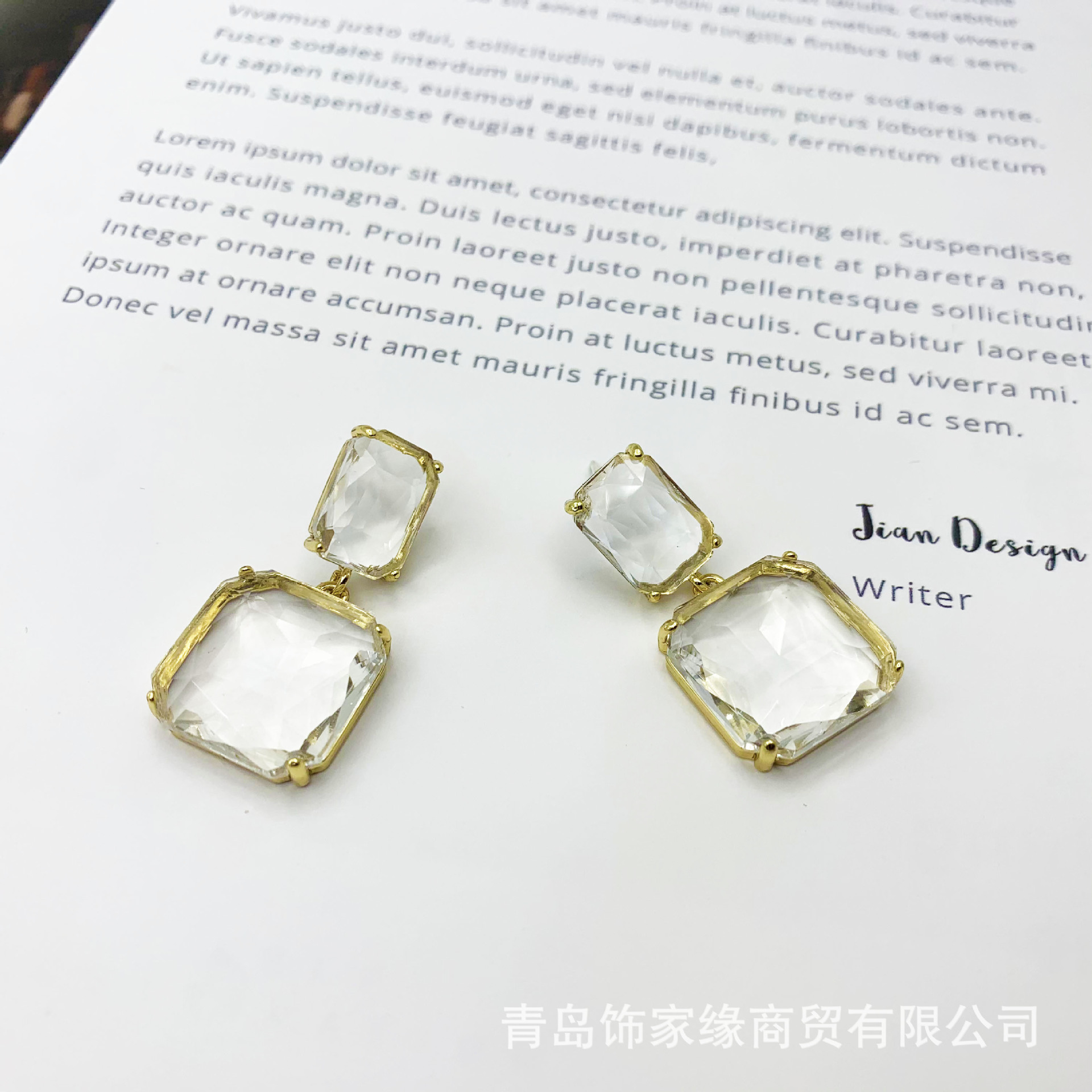 Attractive Geometric Earrings for Fashionable Ensembles
