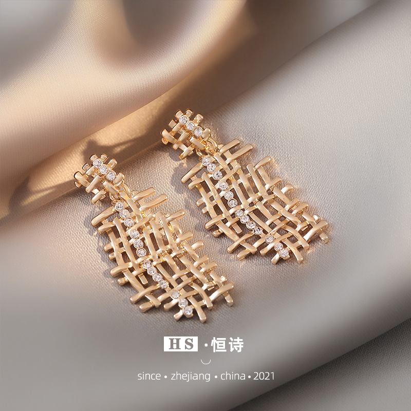 Fashionable Long Tassel Earrings for Glamorous Events