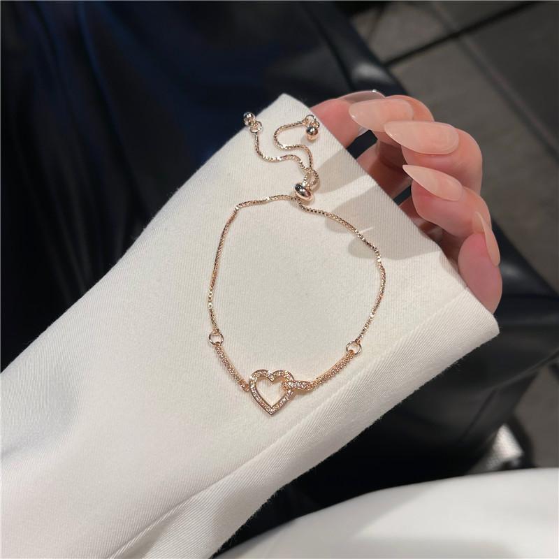 Elegant Retro Heart Pendant Minimalist Thin Bracelet for Women