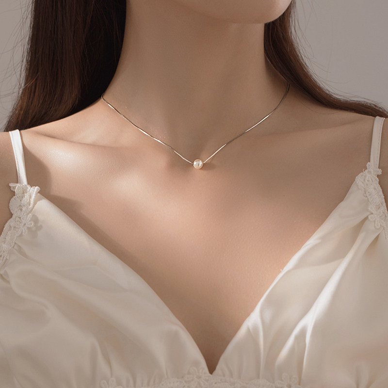 Smart Fashion Silver Necklace for Dinner Date