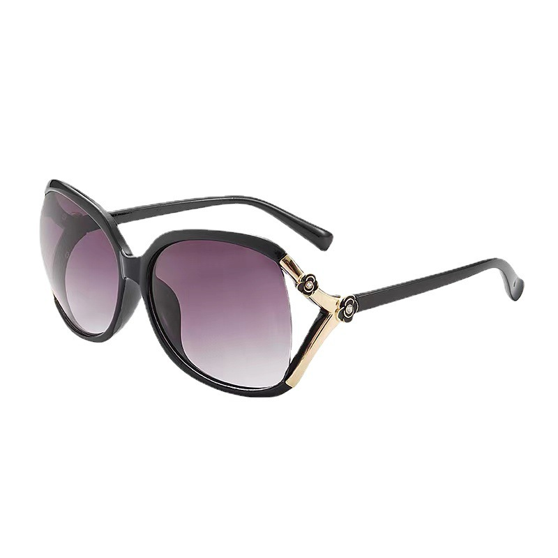Fashionable Big Frame Sunglasses with Side Rose Design for Summer Wear