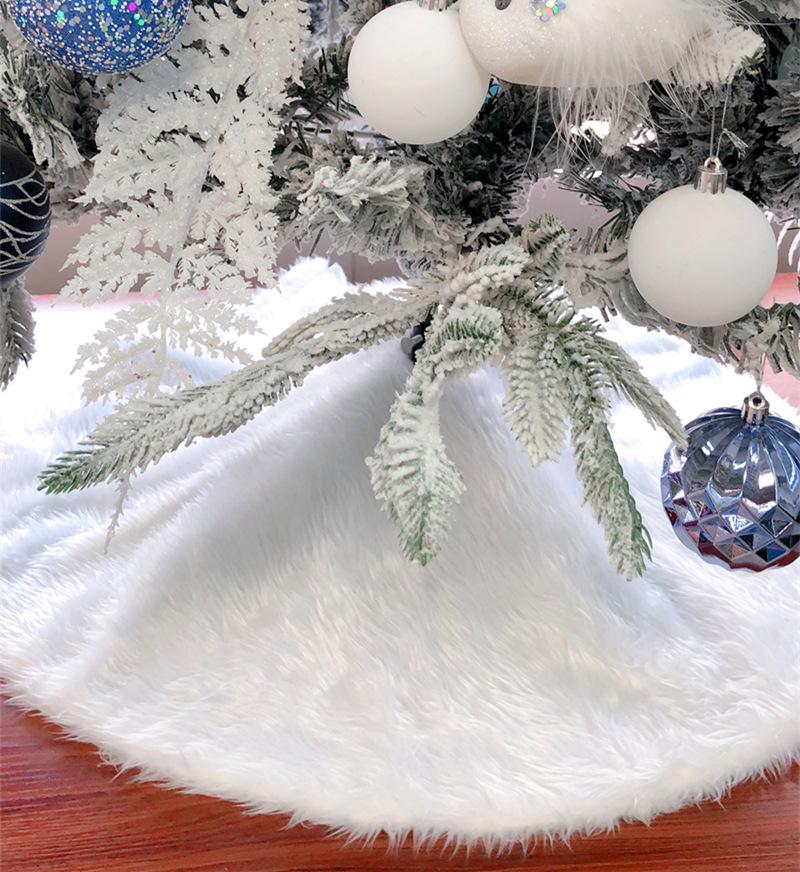 Soft White Christmas Tree Skirt for Minimalistic Holiday Decoratives