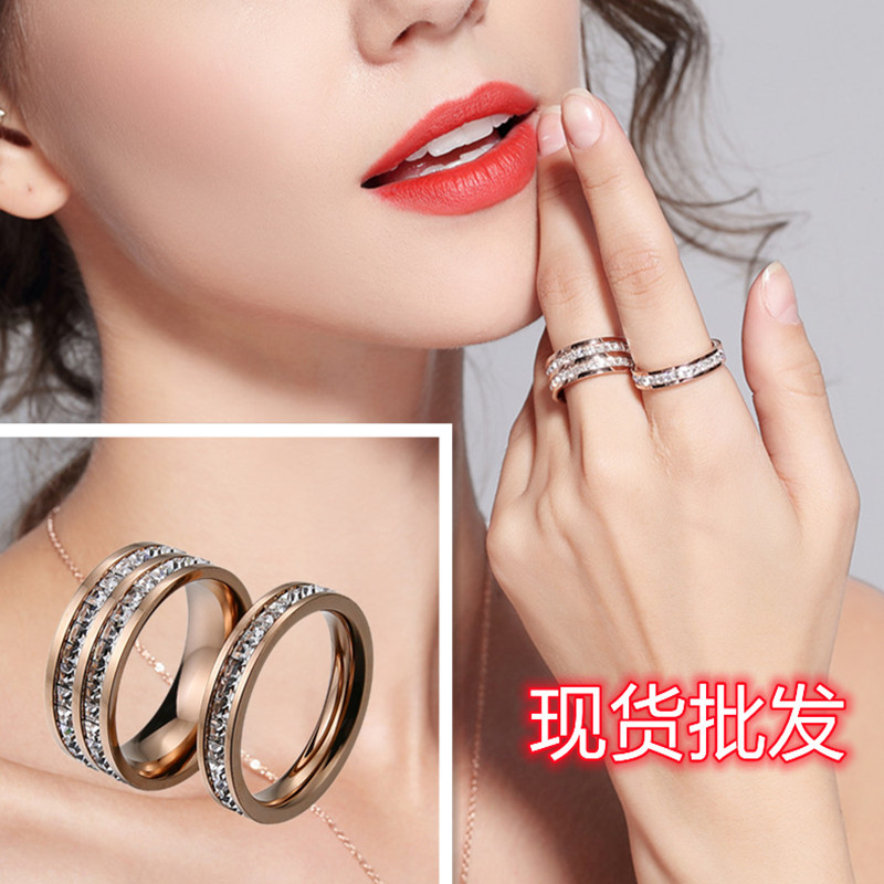Elegant Simple Ring Designed with Artificial Diamond for Gift Giving