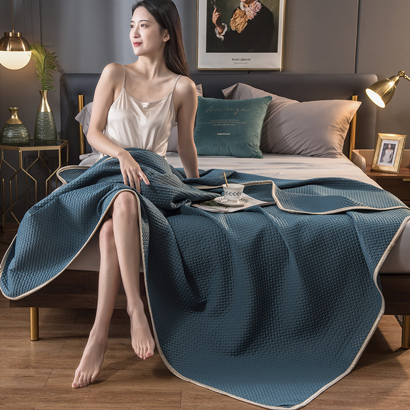 Lightweight Washable Cool Blanket for Comfortable and Pleasant Sleep