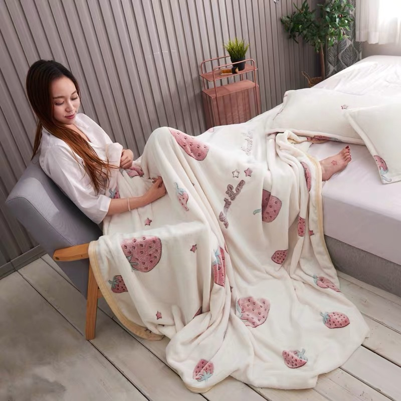 Comfy Thick Polyester Blanket for Better Sleep