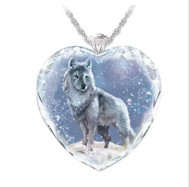 Exquisite Crystal Heart Pendant Necklace with Wolf Design for Gift Giving