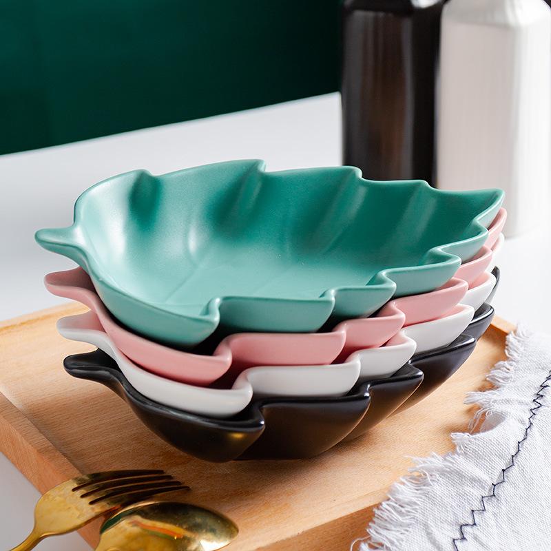 Artsy Leaf-Shaped Serving Plate for Green Salad