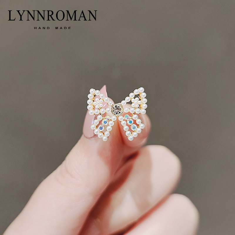 Delicate Mini Bow Brooch for Special Occasions