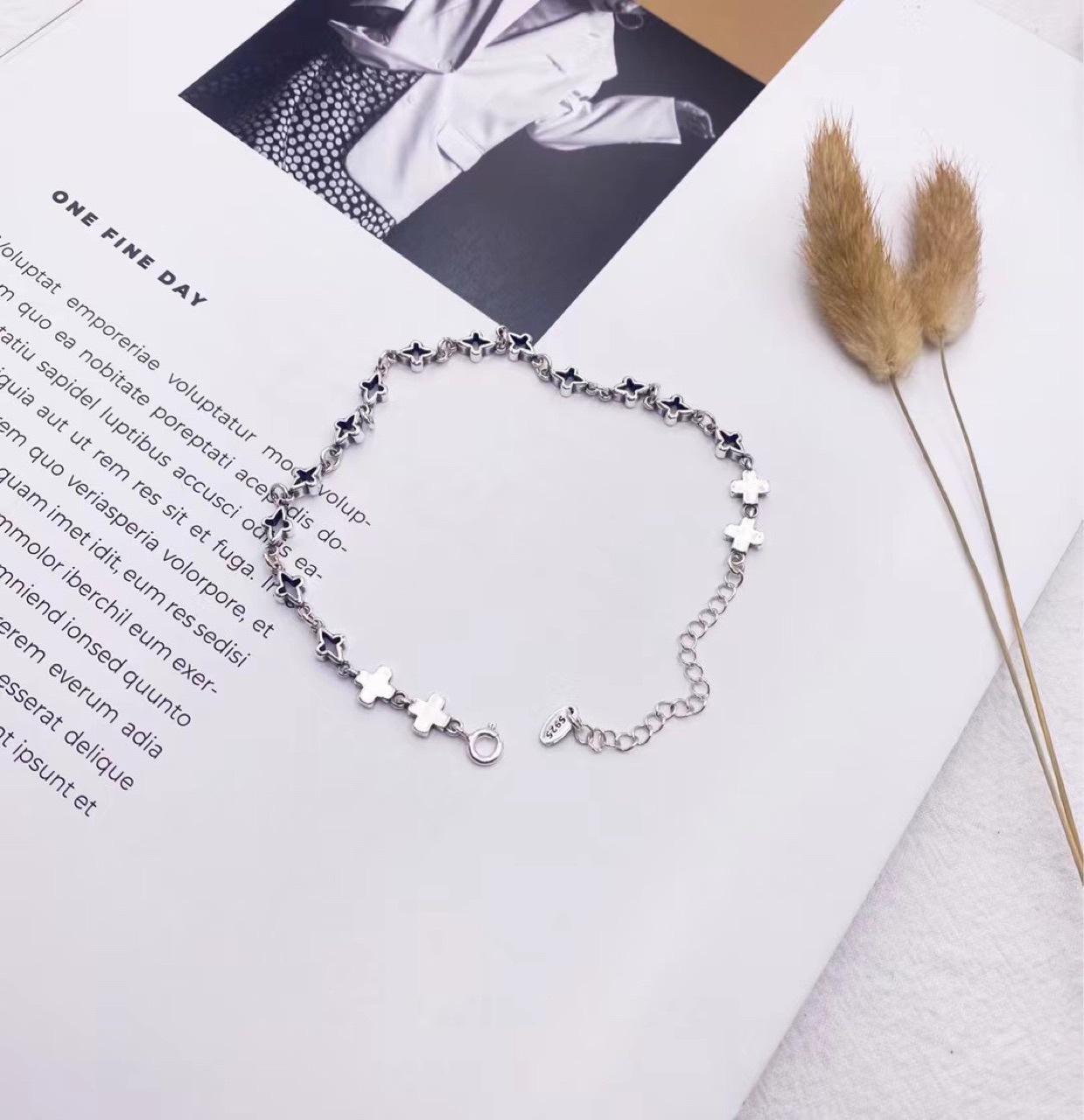 Fashionable Celestial Star Pattern 925 Silver Anklets for Voguish Outfits