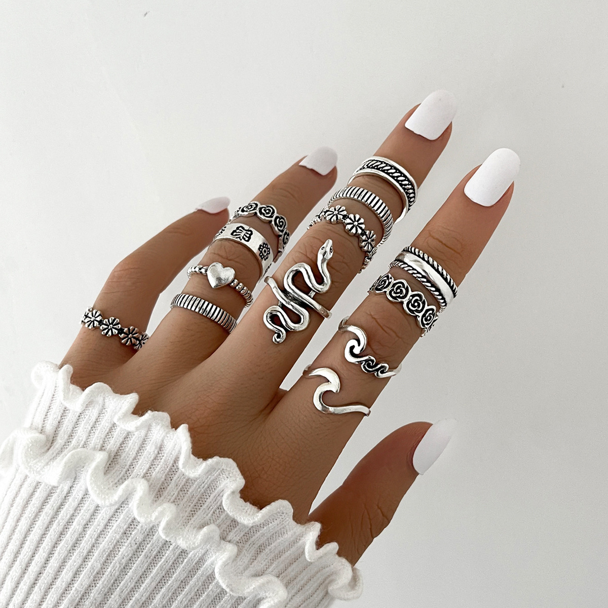Striking Snake-Shaped and Flower 13-Piece Set Ring for Stylish Wear