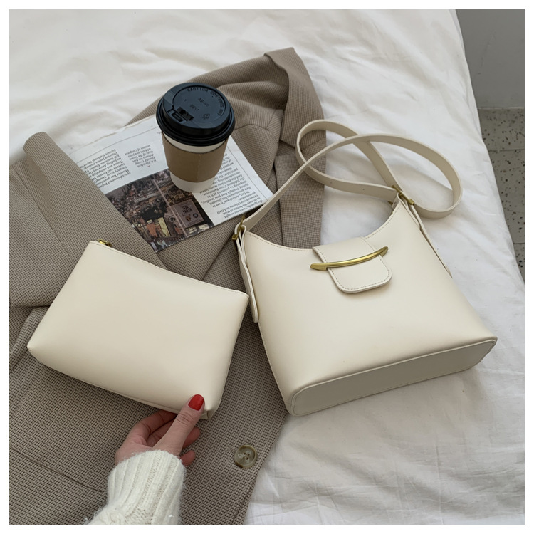 Vintage Synthetic Leather Shoulder Bag with Cosmetic Purse for Casual Attires