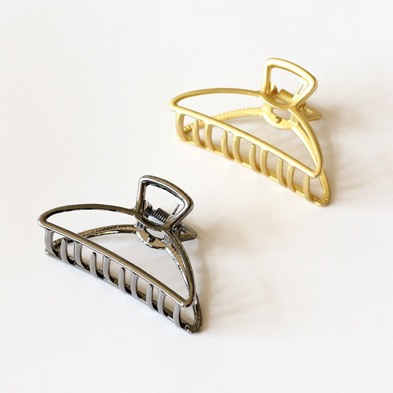 Impeccable Hollow Metal Hair Clamp for Simple Ensembles