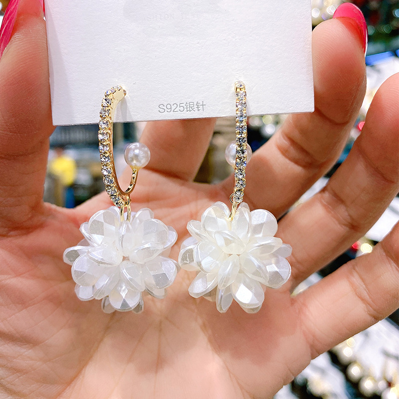 Sumptuous Flower Designed Earrings for Formal Party