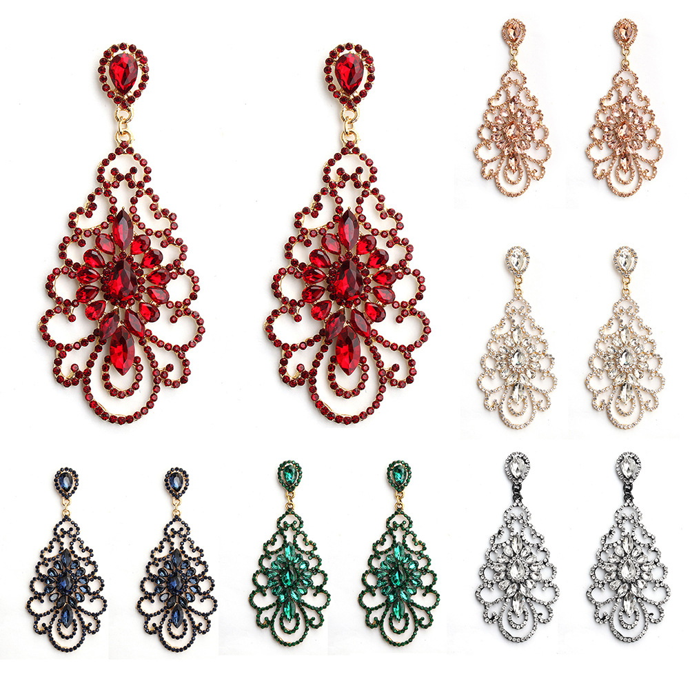 Ostentatious Dangling Earrings for Vintage Style Accessory