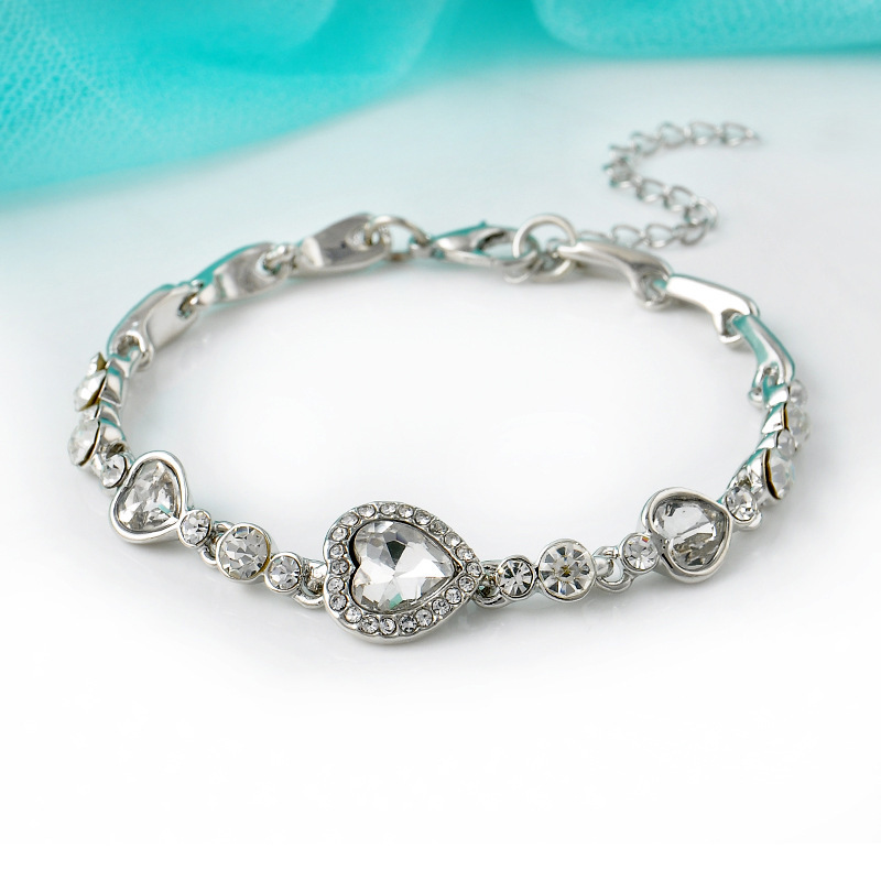 Magnificent Heart-Shaped Diamond Bracelet for Anniversary Gift