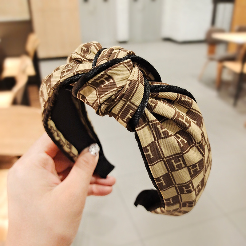 Trendy Cloth Headband for Styling Your Hair