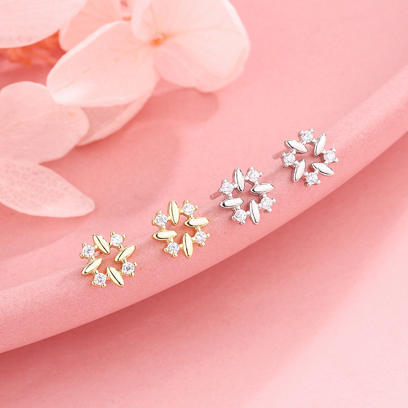 Stunning Synthetic Gem Earrings for Luxe Fashionable Outfits
