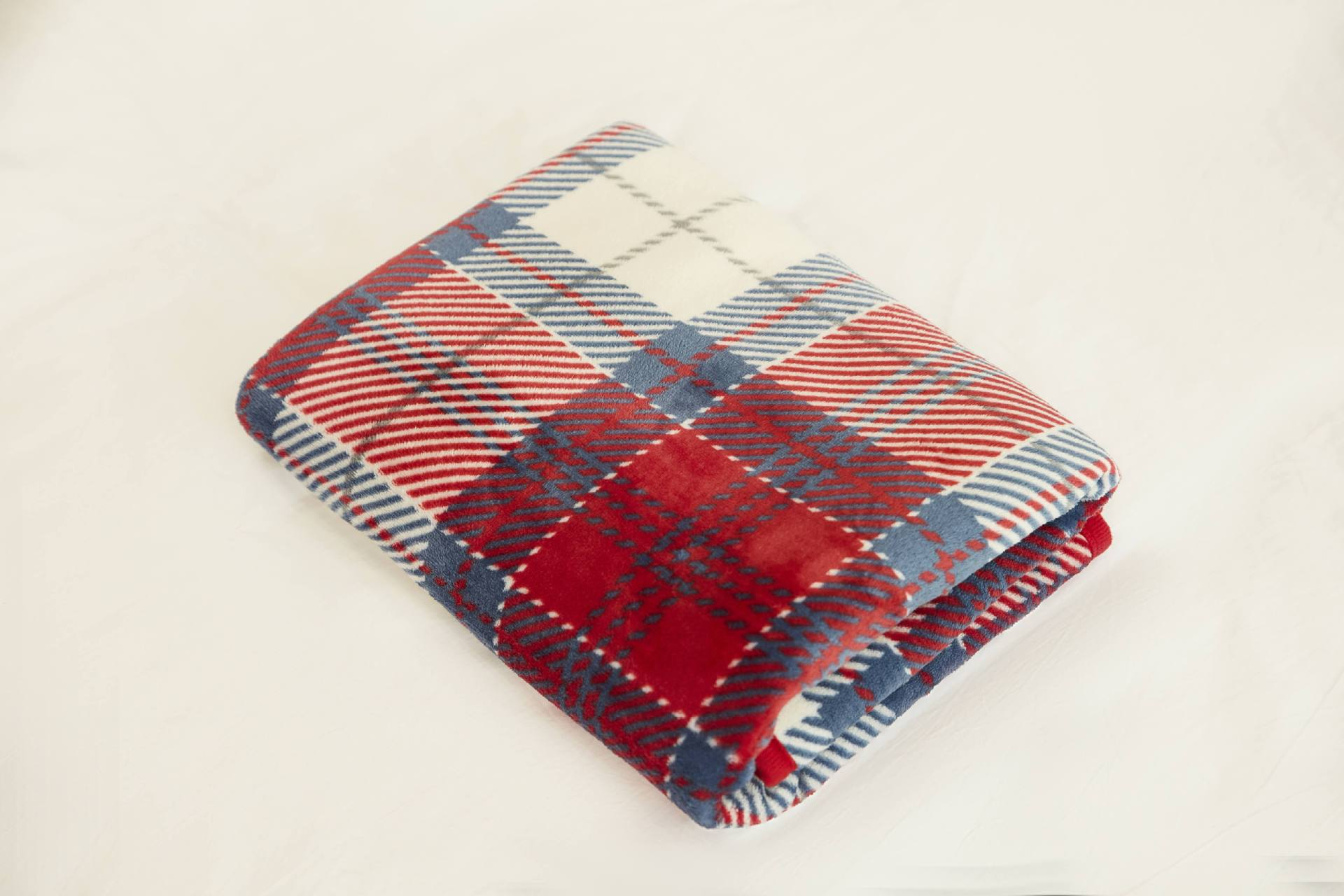 Portable Tartan Plaid Pattern Velvet Blankets with Buttons for Peculiar Convenient Cover