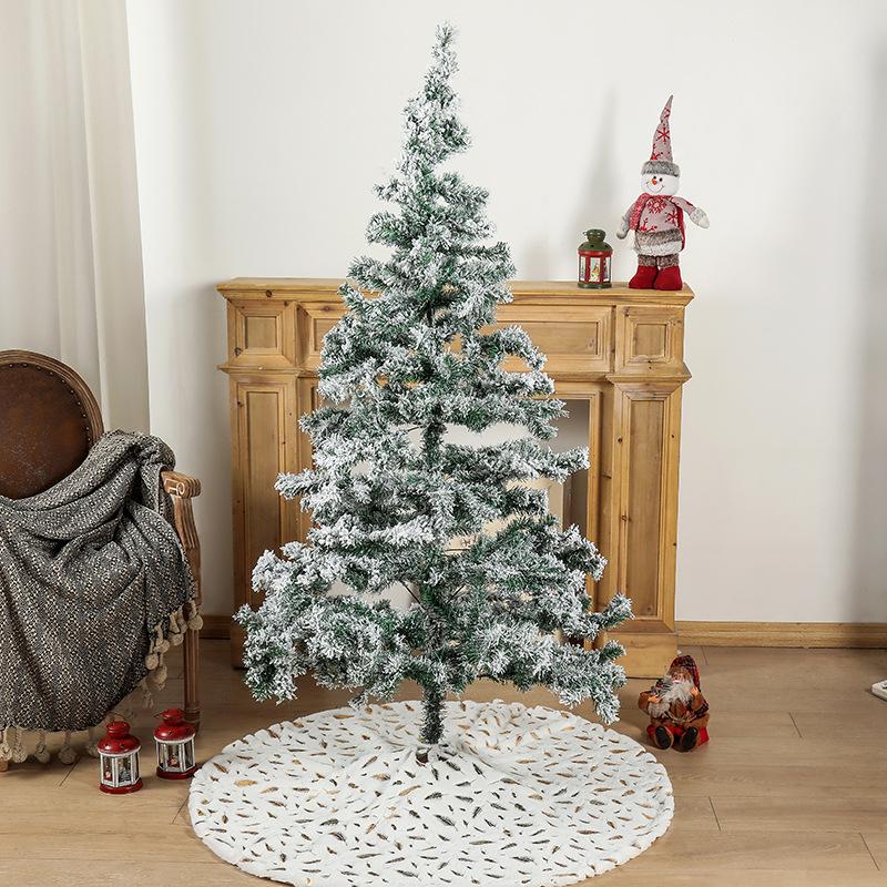 Elegant Metallic Feather Pattern Tree Skirt for Wondrous Christmas Setup