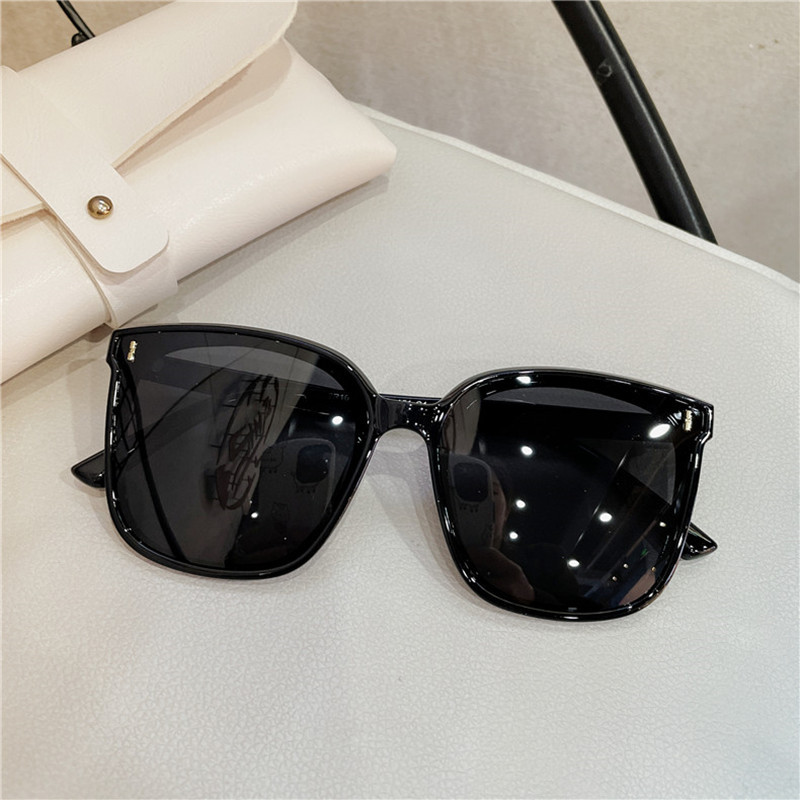 Fashionable Square Polarized Gradient Sunglasses for Round Shaped Face