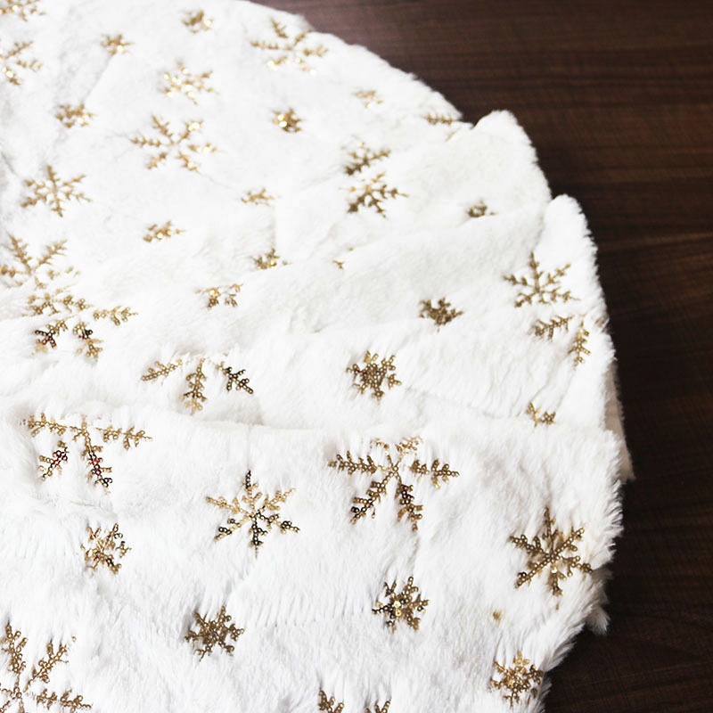 Soft Christmas Tree Skirt with Golden Snowflakes Pattern for Wonderful Christmas Setup