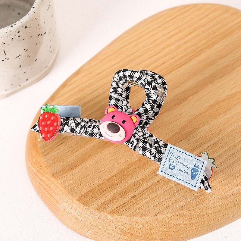Eccentric Large Hair Clip for Lovely Modern Looks