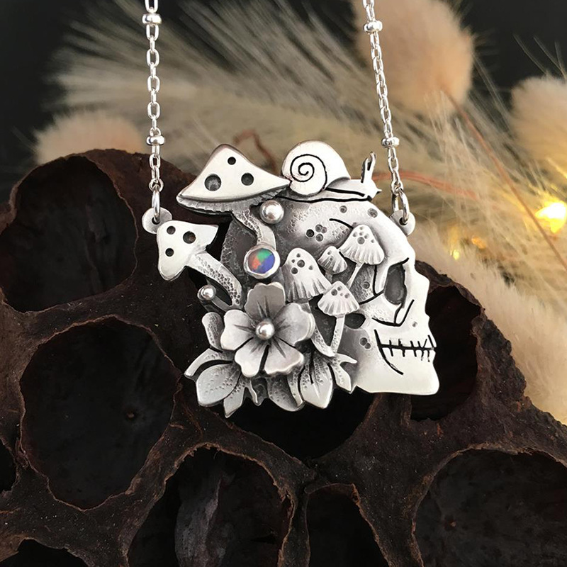 Silver-Plated Flower Skull Pendant Necklace for Charming Wear